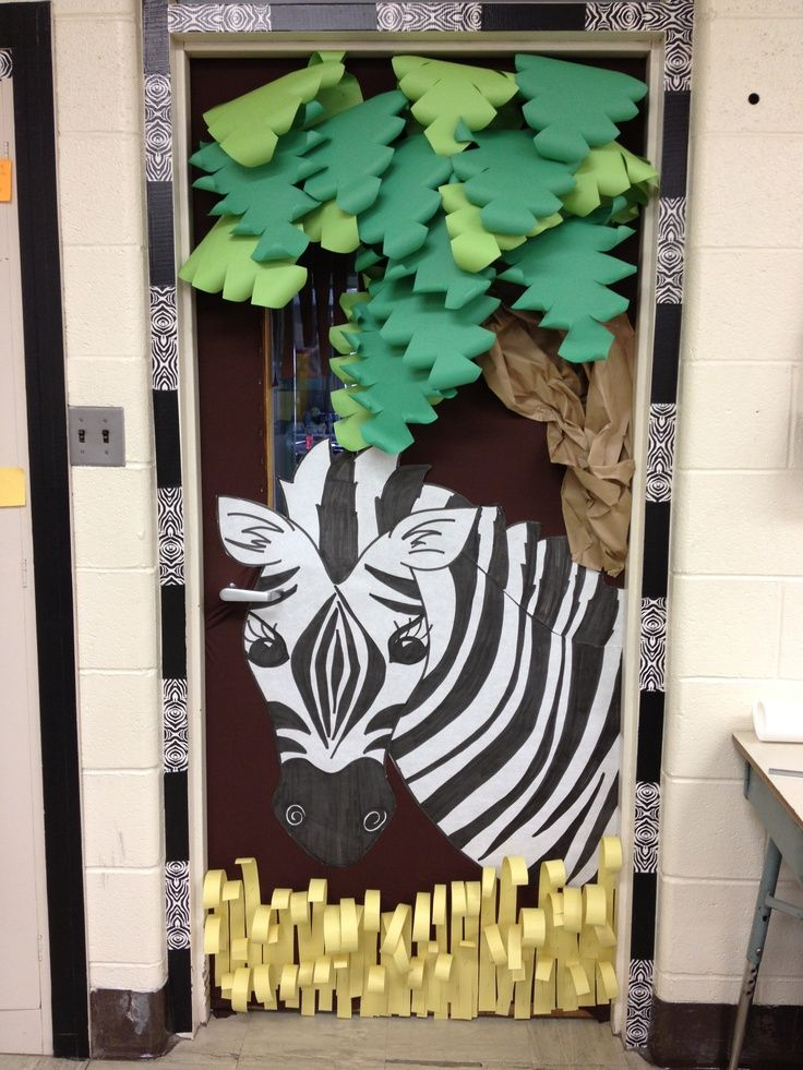 Jungle theme classroom door love the 3d classroom door for Decoration zebre