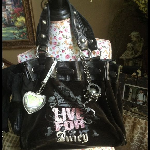 """NEW LISTING  JUICE COUTURE BAG LAST lLOWER PRICE 15"""" wide by 10"""" tall used but I very good condition except for the some minor peeling on the 4 corners see third pic Juicy Couture Bags"""