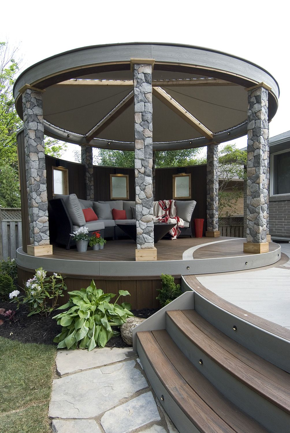 The circular lounge includes privacy barriers with glass panel inserts a round pergola with - Glas pergola ...