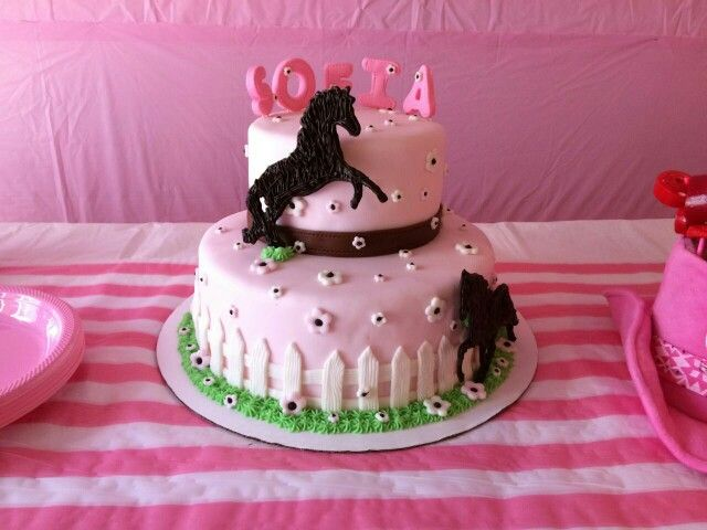 Horse cake for a girl My Cakes cookies Pinterest Horse cake