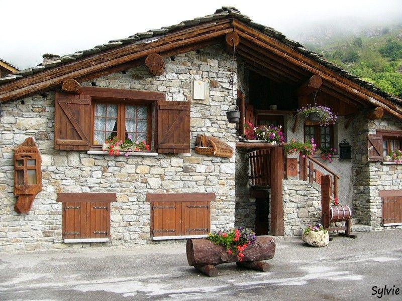 Bonneval-sur-Arc / Alpes #polebarnhouses