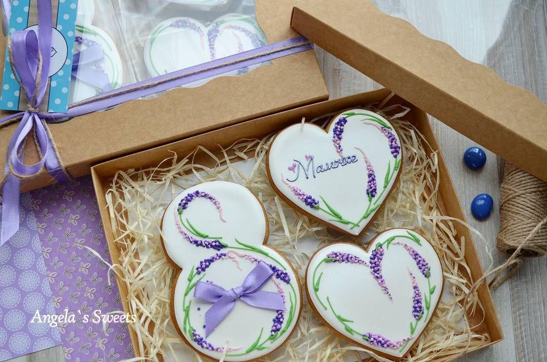 Хотела было написать: Лавандовый набор. Присмотрелась и поняла, что моя лаванда все же больше на люпины смахивает #имбирныепряникиназаказ #пряникиручнойработы #пряникиукраина #8марта #сладкийподарок #gingerbread #royalicingcookies #artcookies #angelassweets