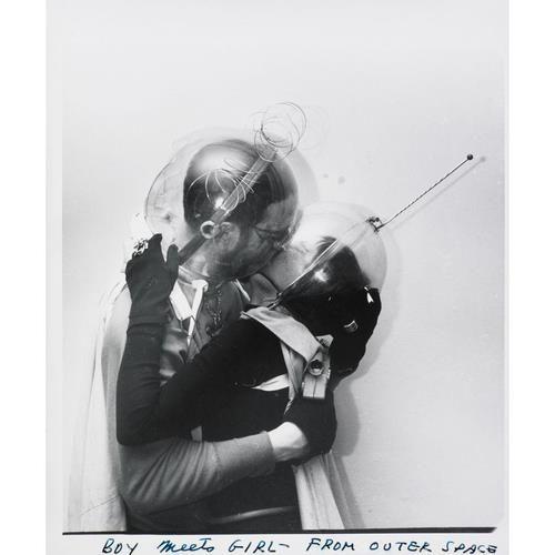 Nel caso ci sono genti che vogliono limonare nello spazio, almeno si tengano il casco.