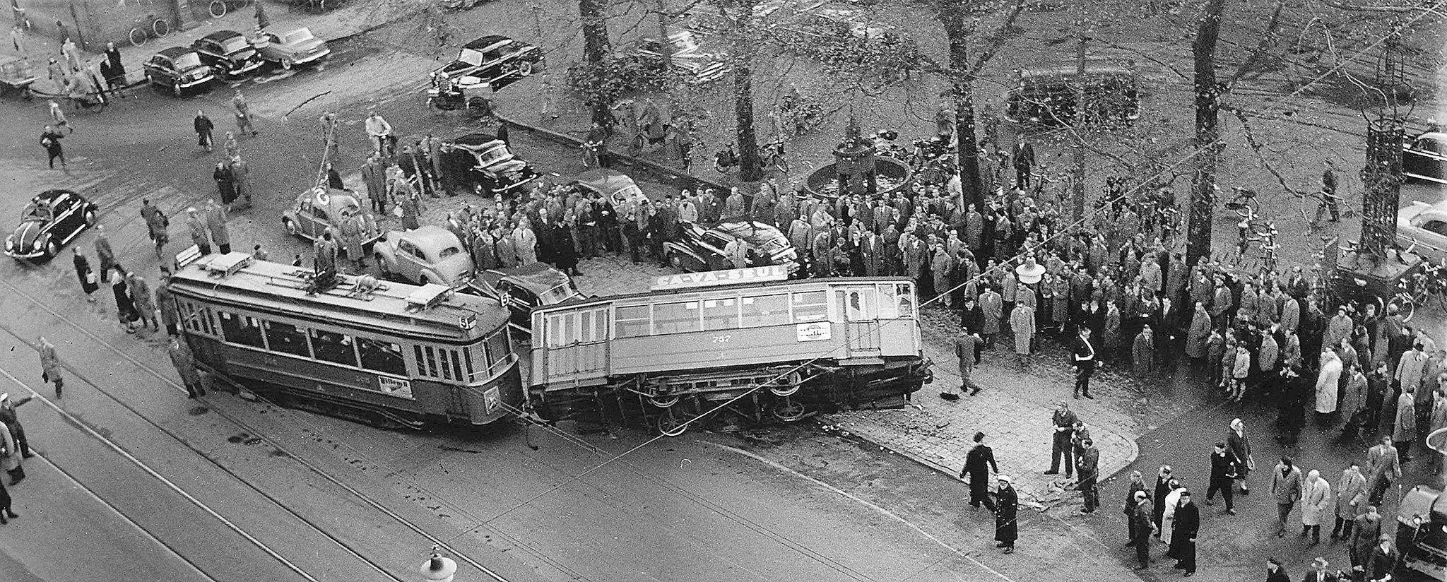 Tram ongeluk, Beursplein. | Amsterdam, Gebouwen
