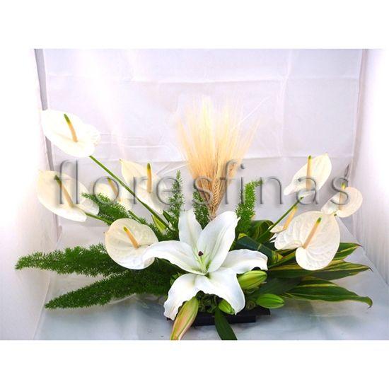 Centro de mesa con anturios y casa blanca anturios - Adornos florales para casa ...