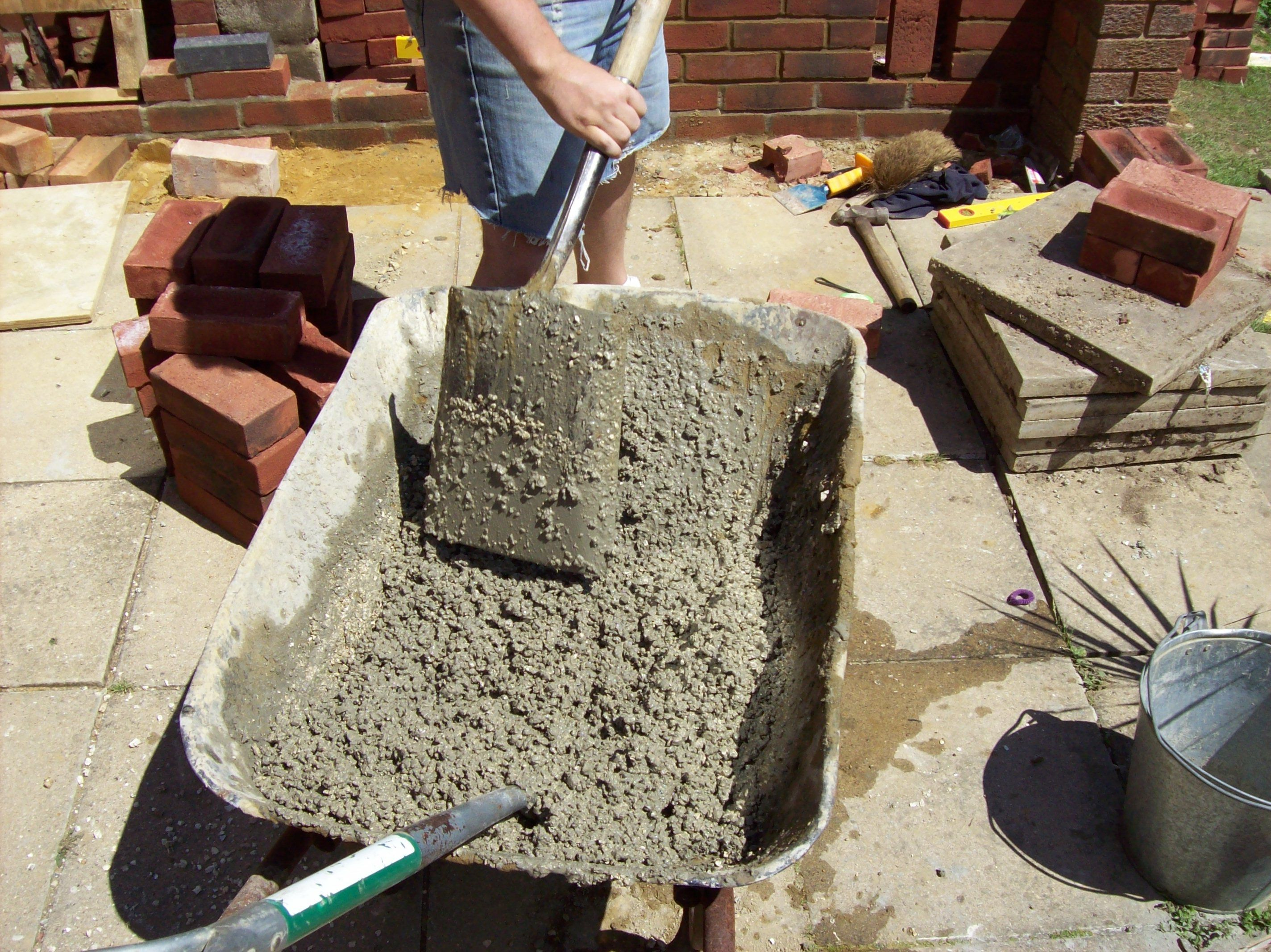 Mixing Vermiculite And Cement To Make The Insulating Layer To Go On Top Of The Concrete Slab Thi Vermiculite Insulation Wood Fired Pizza Wood Fired Pizza Oven