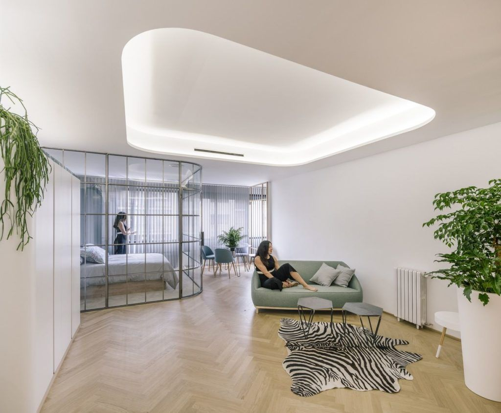 Glass walls and a light palette are ingenious elements used throughout the units.