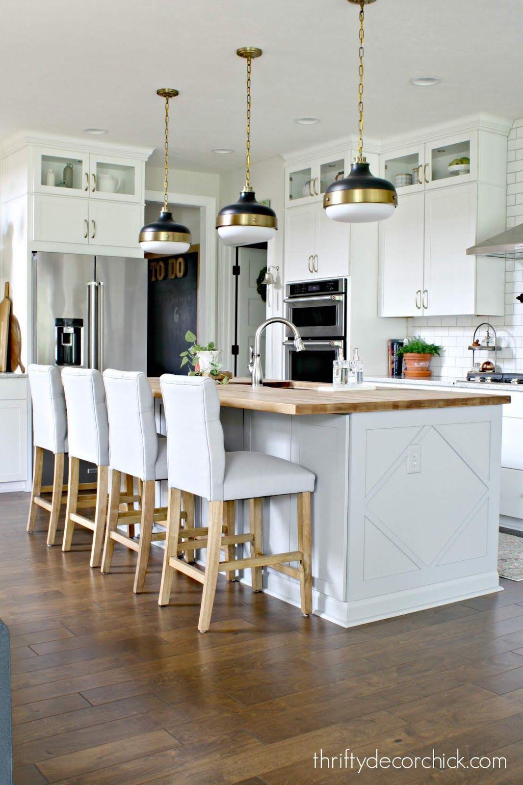 Modern Farmhouse Kitchen With Light Gray Island And White Cabinets Diykitchenisland White Modern Kitchen Dream Kitchens Design Kitchen Design