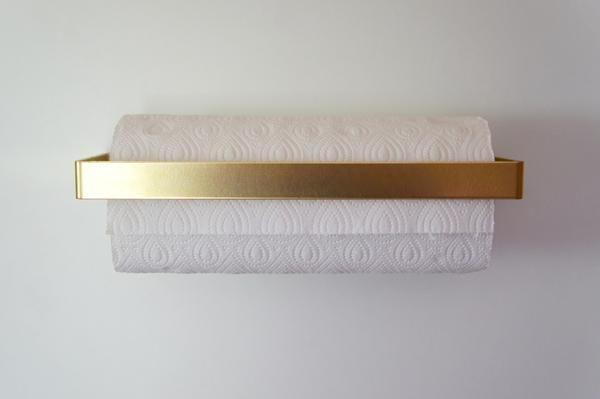 Eleganter Küchenrollenhalter aus Messing und Nussbaumholz. 275 x 125 x 25 mm für typische Papierrollen in der EU 295 x 125 x 25 mm für typische Papierrollen in
