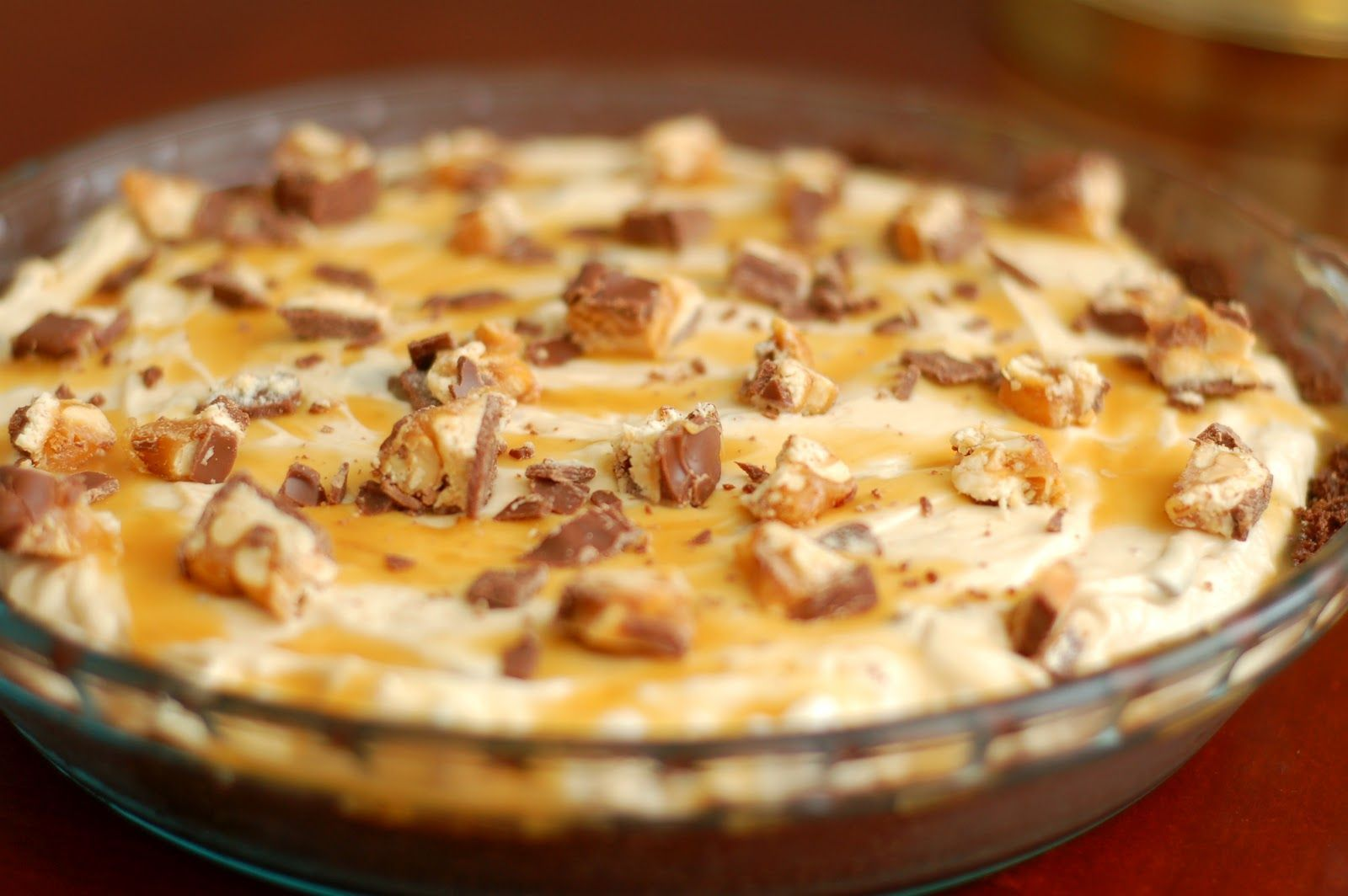 {A Kitchen Addiction} Snickers Cheesecake Pie #snickerscheesecake {A Kitchen Addiction} Snickers Cheesecake Pie #snickerscheesecake