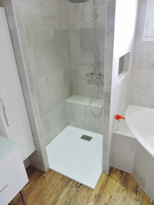 Salle de bains grise et bois - Salles de bains- ACB Cuisines - Salle De Bains Nantes