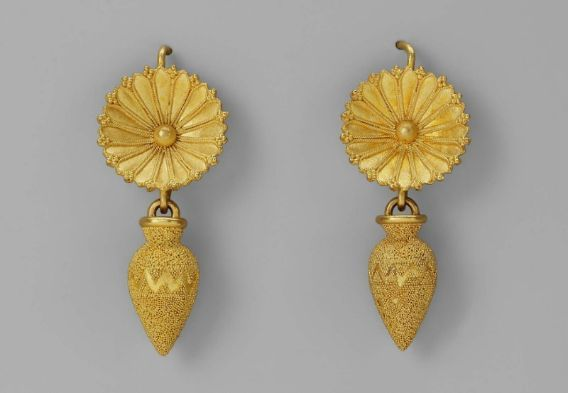 Two earrings, attributed to Castellani. Museum of Fine Arts, Boston.