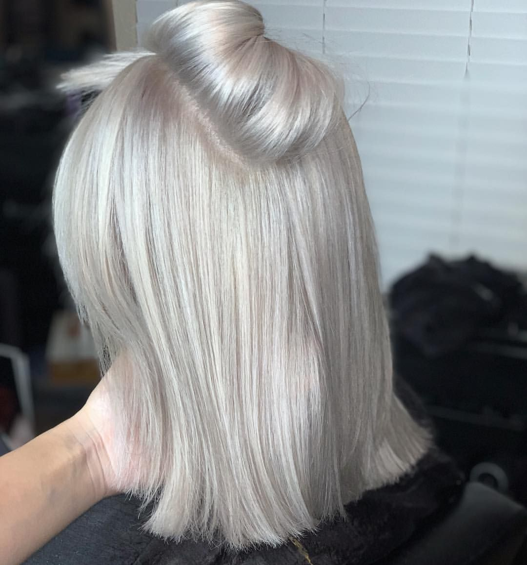 """G I Z E L L E R A M I R E Z on Instagram: """"Ok that's Platinum �� She's a regular 4-6 platinum retouch. Bleach the roots twice. First time using @olaplex mixed in the bleach, 20vol…"""""""