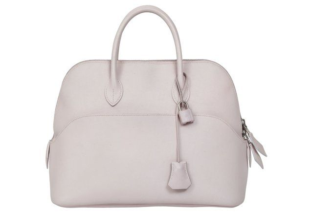 Go for vintage Hermès bag in rose, for a Valentine's Day gift that is meant to impress!