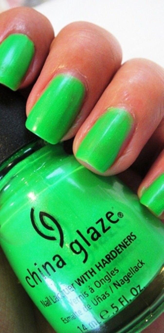 green-nail-polish-ideas