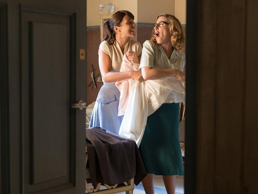 Ana y Rita se divierten en su habitación