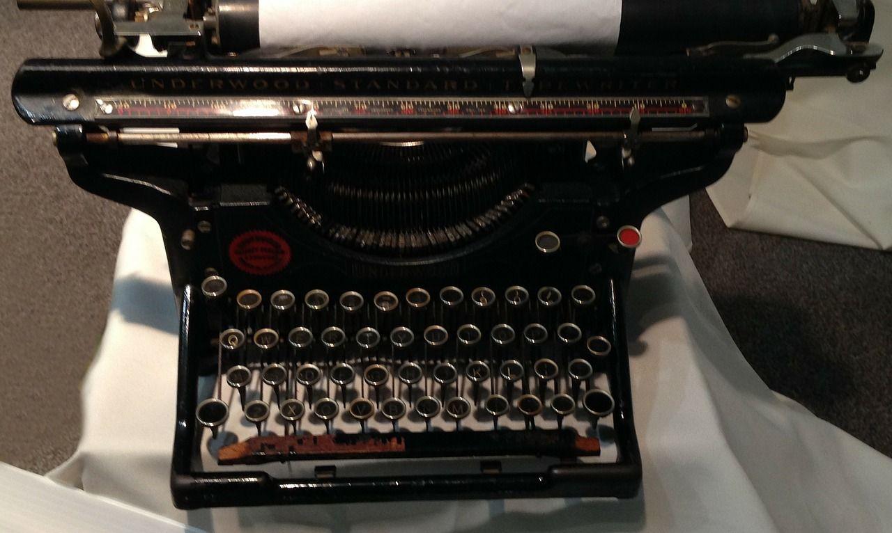 <p>Die meisten Autoren verfassen ihre Text und Romane mit Word. Aber Word ist für den Schreibprozess eines Romanes nicht die beste aller Lösungen, es geht besser. Word ist ein Format, in dem Verlage in der Regel die Manuskripte erhalten möchten. Doch wäre es nicht schön, wenn man in dem Schreibprogramm …</p>