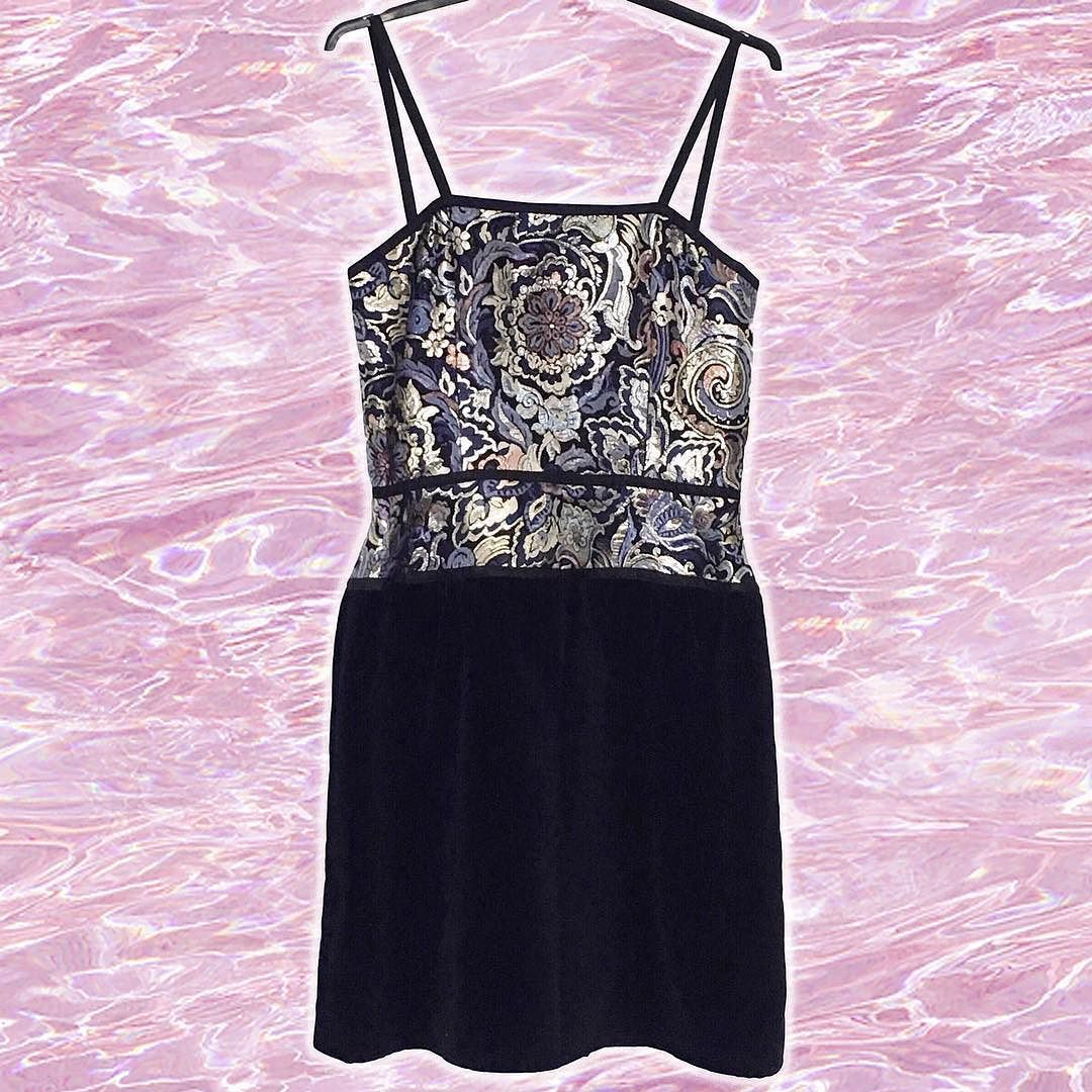 Still looking for that #nye party dress?! Head in store @topshop ...