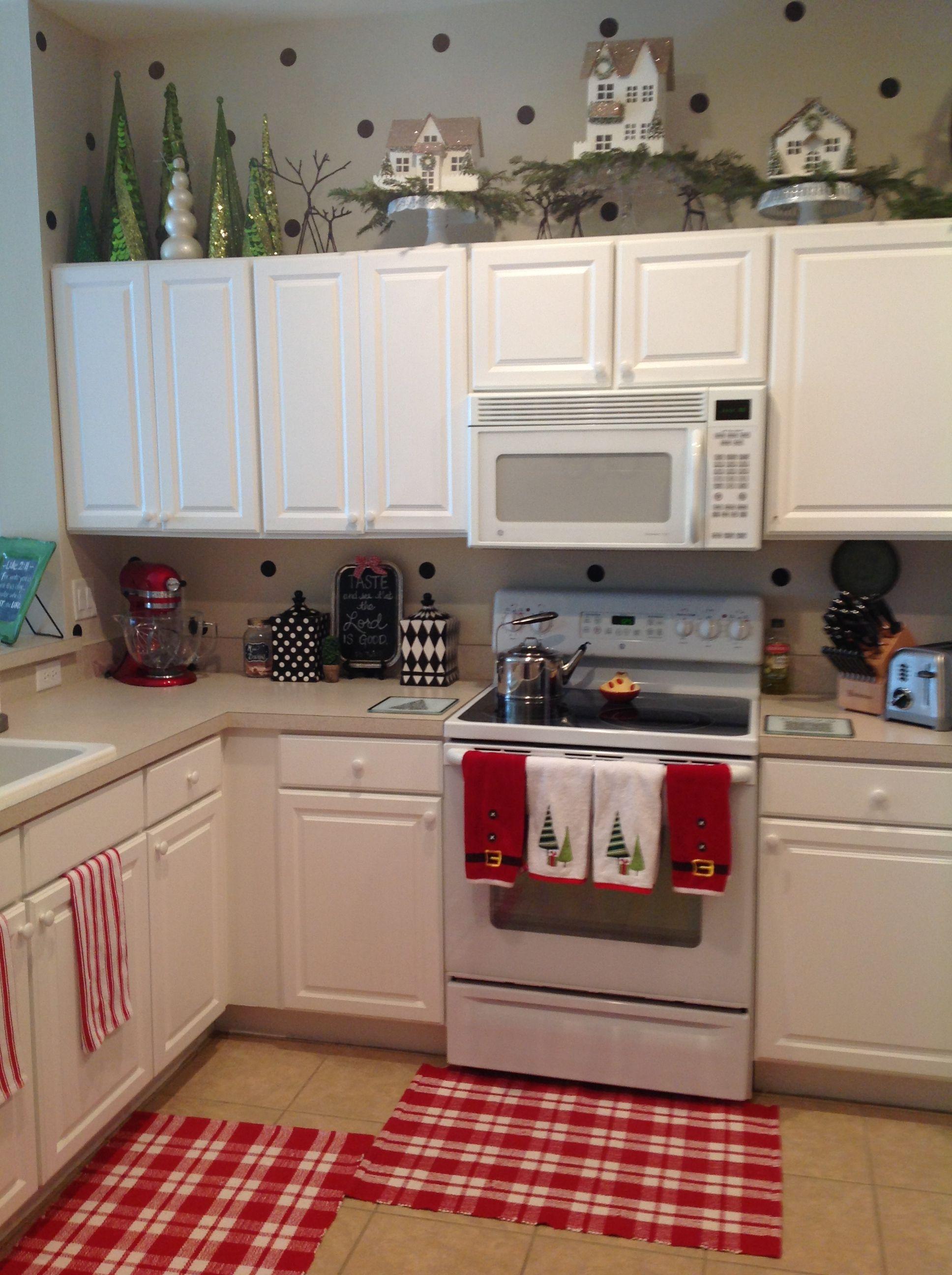 My friend Danielle's Christmas kitchen.... With polka dot walls!!:)