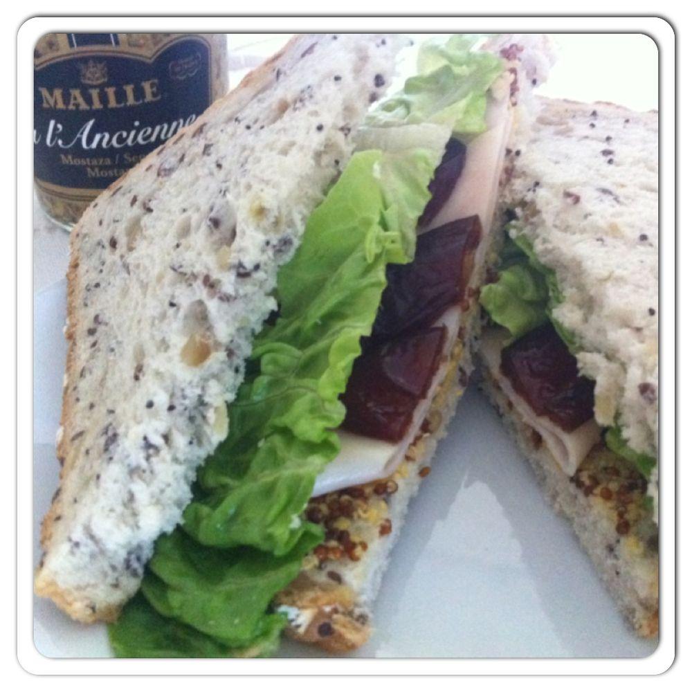 ¡Delicioso sándwich de pavo y dátiles! :-) www.happyfood.es
