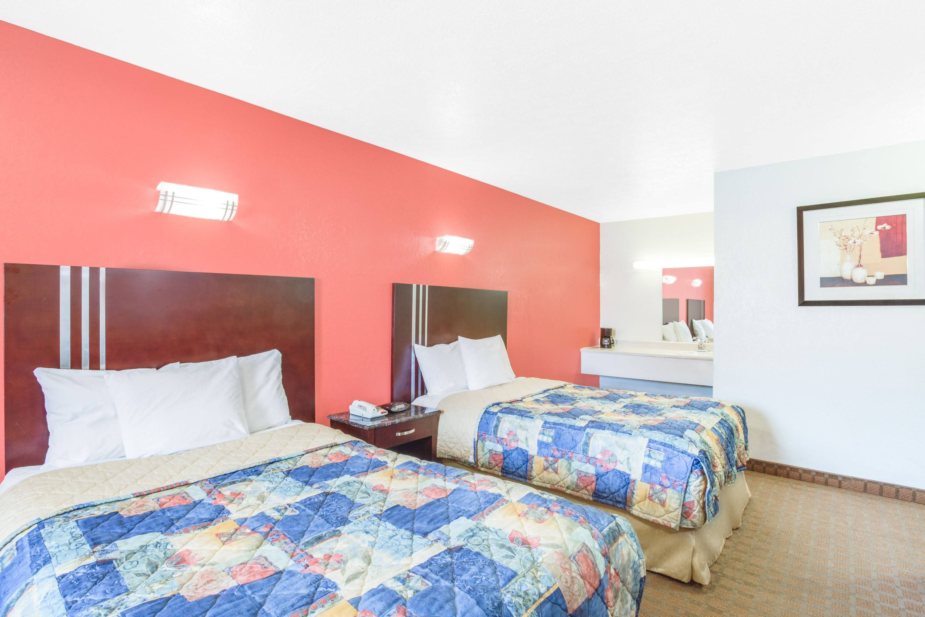 Homey And Comfy Atmosphere Only At Our Travelodgebywyndhamparkersburg With Spacious And Well Maintained Virginia Hotels Parkersburg West Virginia Parkersburg