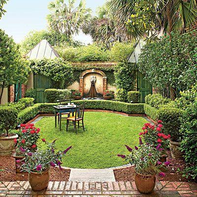 An elegant georgia courtyard garden thomasville georgia for Elegant landscaping