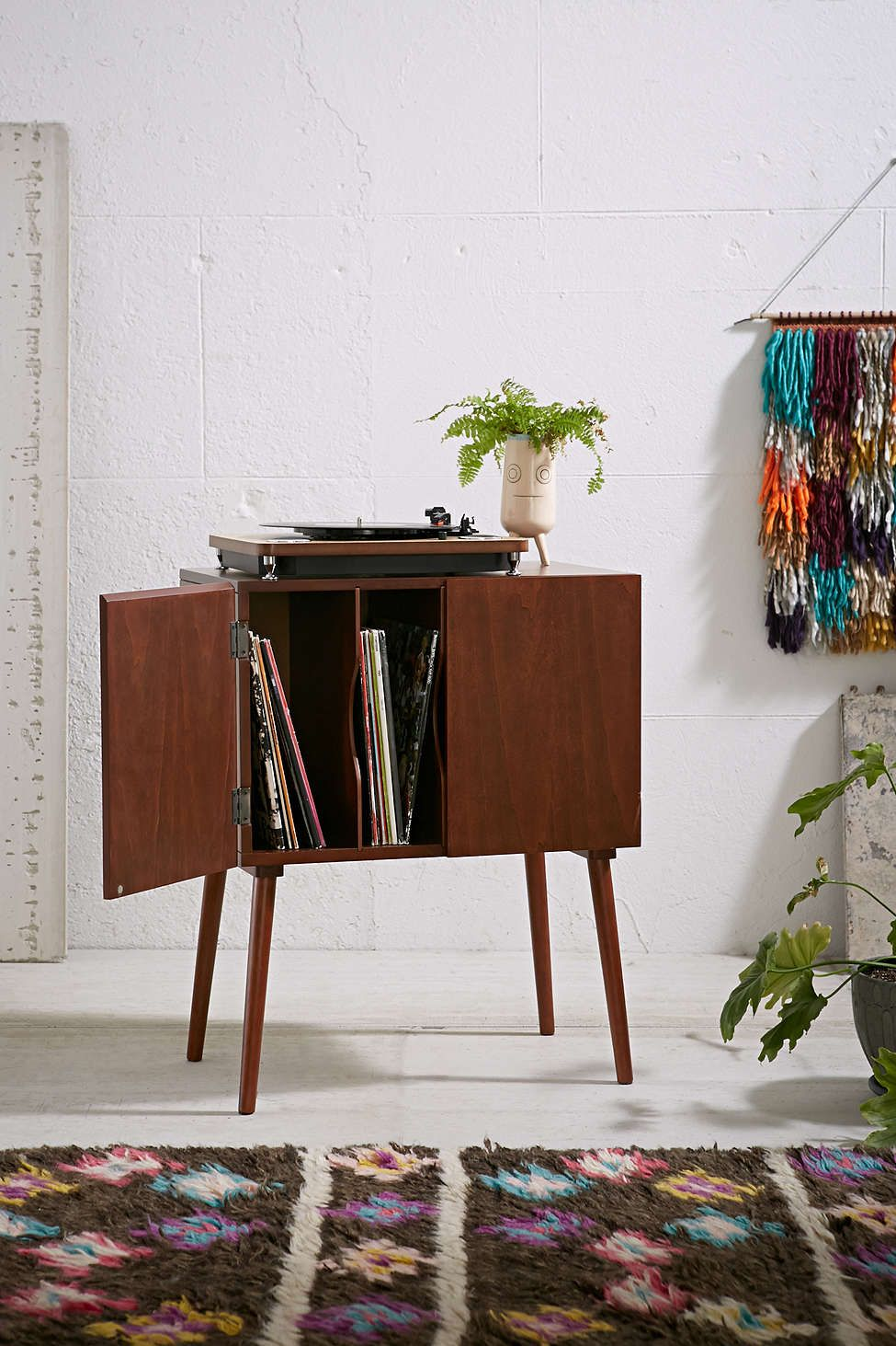 Klassische Sofas You Can Assemble Simple And Classy Ways To Store Your Vinyl Record Collection