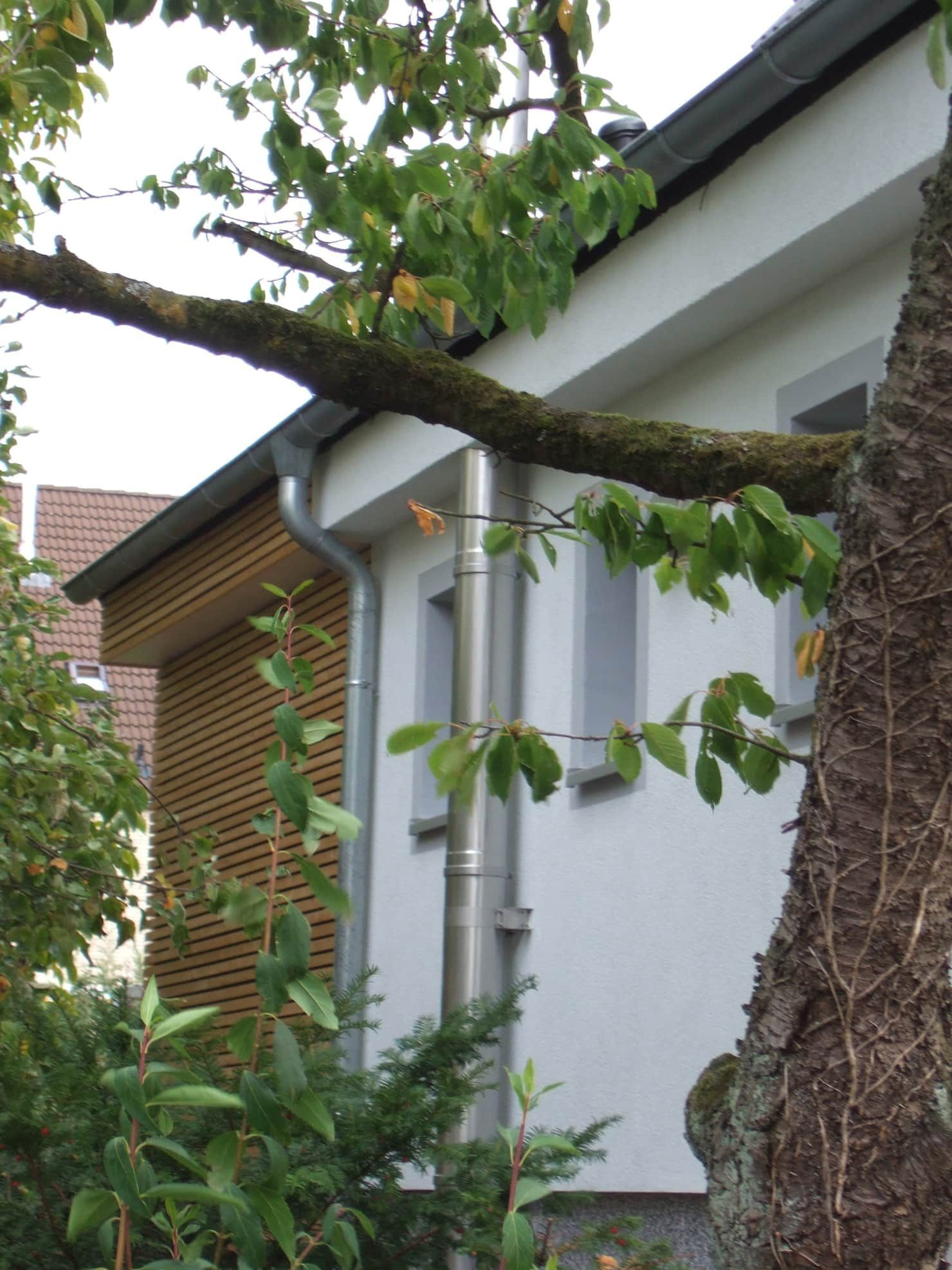 Wohnsiedlung mit Holzscheibe moderne Häuser von Zymara und Loitzenbauer Architekten bda modern   homifizieren   – Anbau