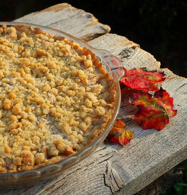 recipe: crustless apple pie with crumb topping [38]