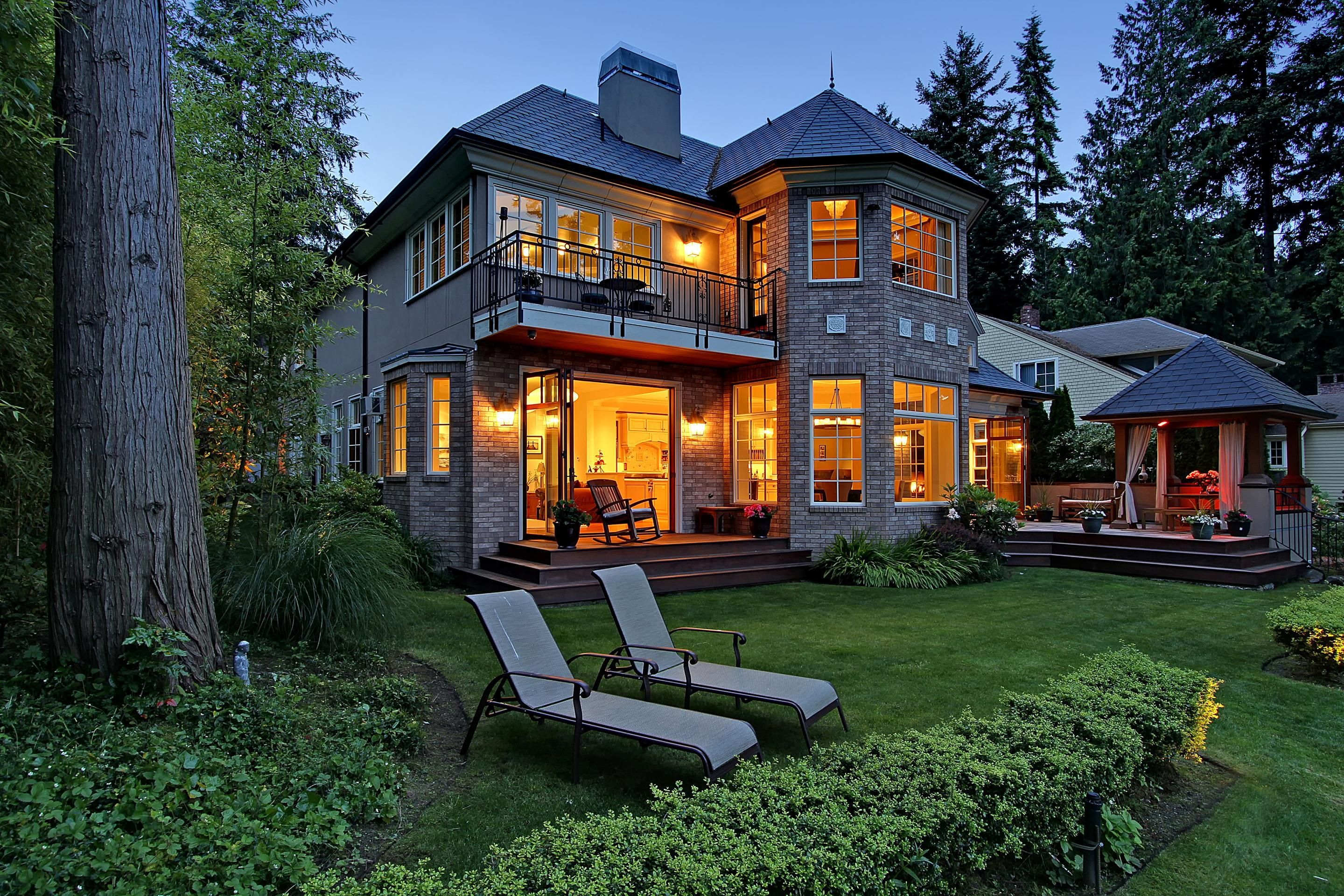 Seattle Luxury Real Estate For Sale 3810 Hunts Point Road Puget Sound Business Journal Seattle Homes Luxury Real Estate Modern Luxury