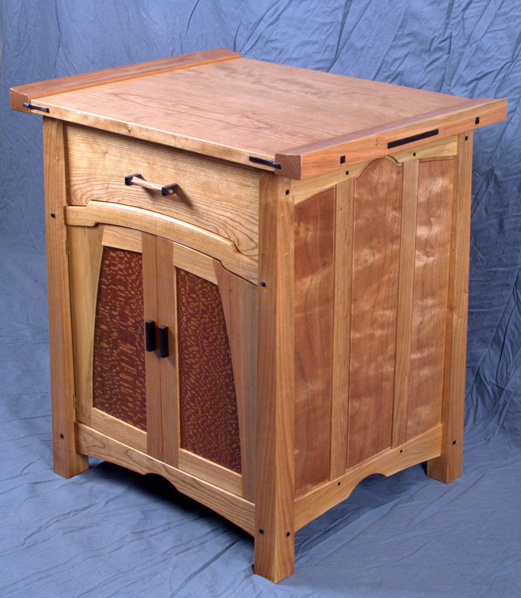 Torii Nightstand Reader S Gallery Fine Woodworking Craftsman Furniture Woodworking Projects Furniture Woodworking Furniture Plans