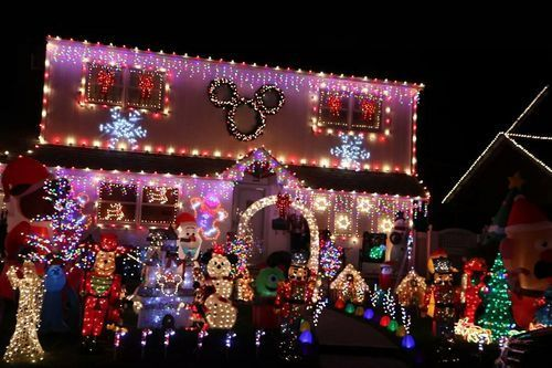 The Best Decorated Homes Around Town Cosmo Long Island Christmas Light Displays Holiday Lights Christmas Decorations For The Home