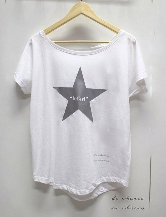 Camiseta oversize en para mujer IT GIRL en una estrella plateada. A juego  con camiseta para hombre IT DAD fa8432abd9b89