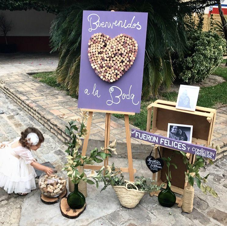 Parece ser que a esta pequeña damita, le encantó el bodegón de bienvenida, que preparamos para la #bodaLOVE de B+A.  ¿Quieres una #bodaLOVE? ¿Sabéis que nos trasladamos a donde queráis?😍 +info: hola@lovebodasyeventos.com  LOVE #love #amor #Andalucia #Extremadura #bodega #corcho #bodegon #happy #handmade #feliz #feria #flores #fashion #flamenco #children #baby #wedding #weddingday #weddingplanner #destinationweddings #boda #bodasbonitas #morado #purple #decor #deco #handmade