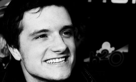 Josh Hutcherson - (╹◡╹) - Smile