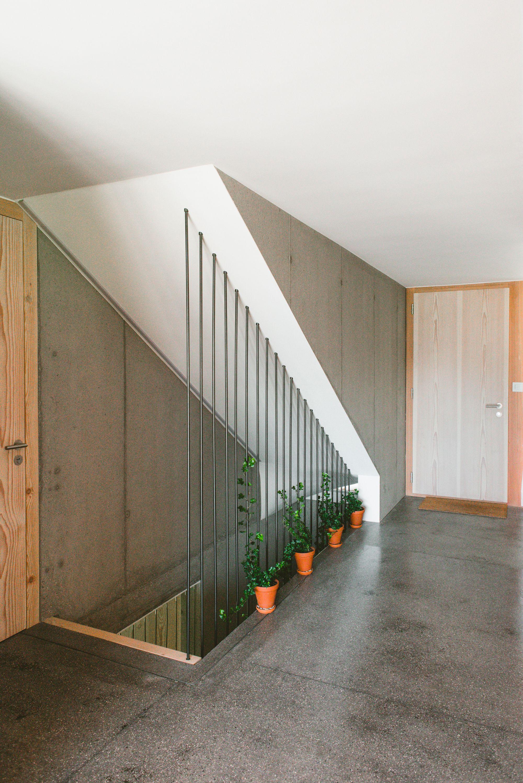 rev tement de sol chapes teint es entr e murs b ton brut homedecor swiss inspiration. Black Bedroom Furniture Sets. Home Design Ideas