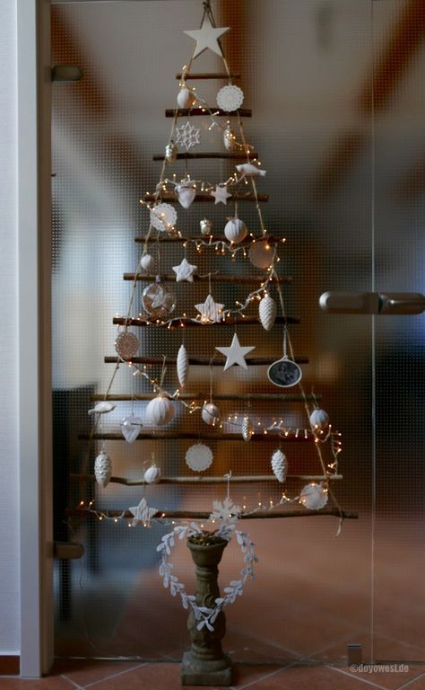 weihnachtsbaum t rbehang aus sten weihnachtsbaum ast. Black Bedroom Furniture Sets. Home Design Ideas