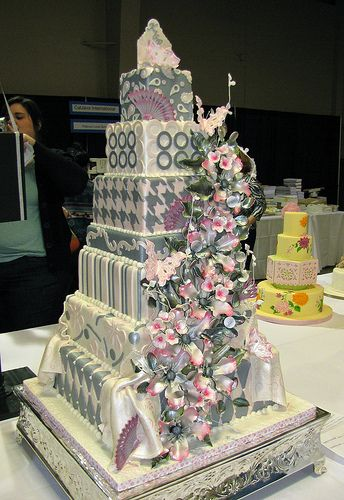 Retro Chic Wedding Cake by Edet Okon |Pinned from PinTo for iPad|