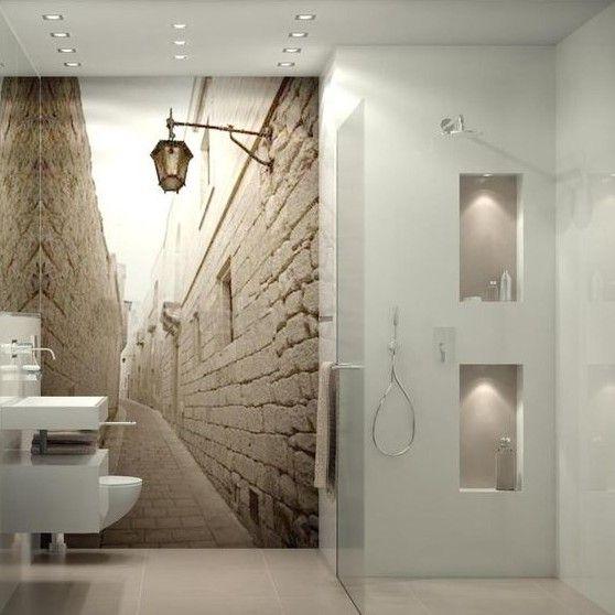 Vinilo en pared para dar profundidad a un cuarto de baño pequeño ...