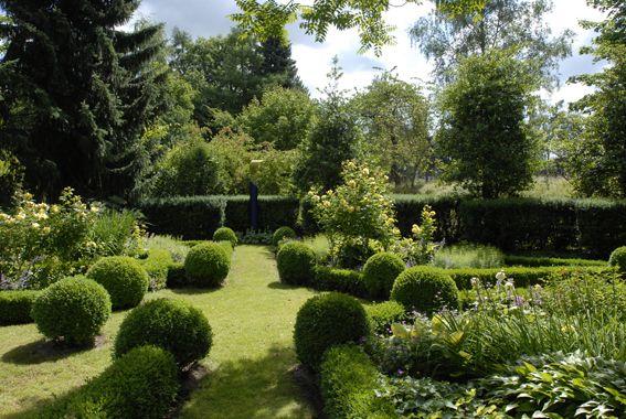 Feng Shui Im Garten Schattengarten Mit Rhododendron Tulpenbaum 19