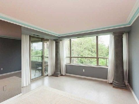 19 Lower Village Gate Suite 607 listed by Linda Reitapple offered for lease. Featuring 5 rooms, 2 bedrooms and 2 bathrooms at Spadina/Heath.