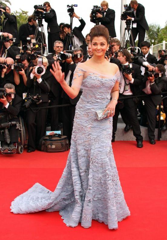 Айшвария Рай в лиловом платье из весенней коллекции Эли Сааб  2010.