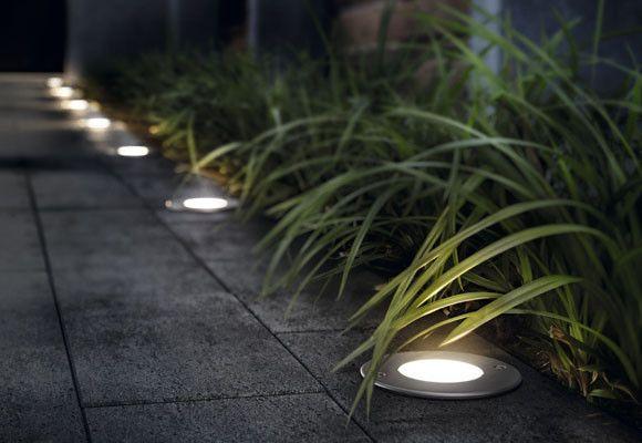 luces en jardines