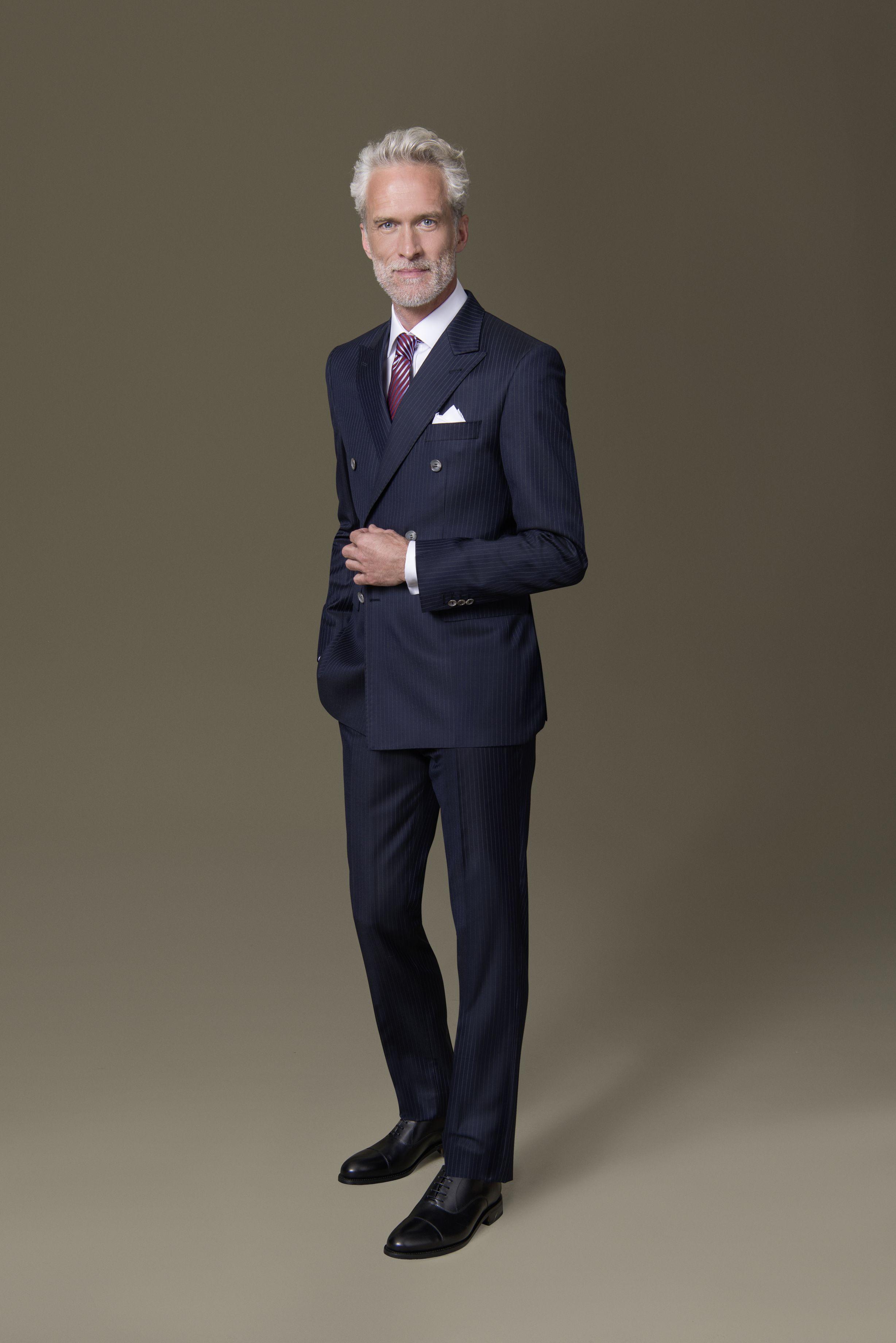 Mit Diesem Dunkelblauen Nadelstreifen Zweireiher Machen Sie Eindruck Der Dolzer Anzug Ist Figurbetont Geschnitten Dezente Weisse Hemden Herren Outfit Elegant