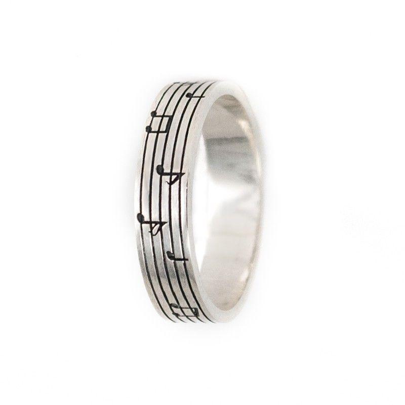 0951ffbbd Anillo de plata de primera ley con grabación de un pentagrama con notas  musicales. #anillo #ring #plata #silver #joyas #jewelry