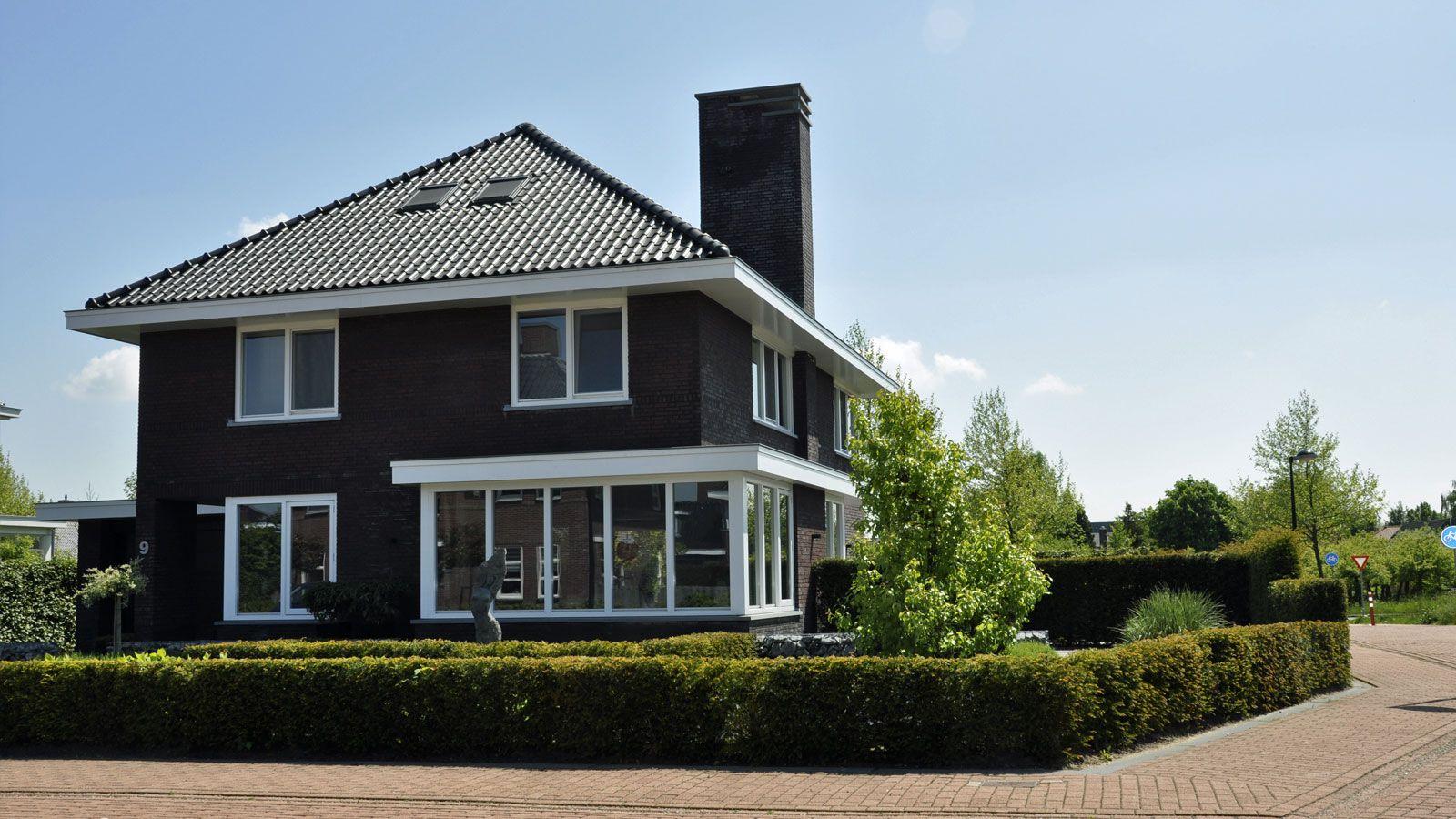 Dak spreekt ons aan hele huis ook behalve deze erker en schoorsteen minder mooi woning for Eigentijdse buitenkant