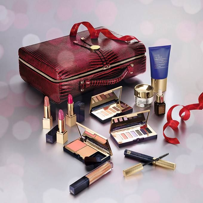 Estee Lauder Holiday 2017 Blockbuster And Gift Sets Beauty Trends And Latest Makeup Collections Chic Profile Estee Lauder Makeup Set Estee Lauder Makeup Estee Lauder Gift Set