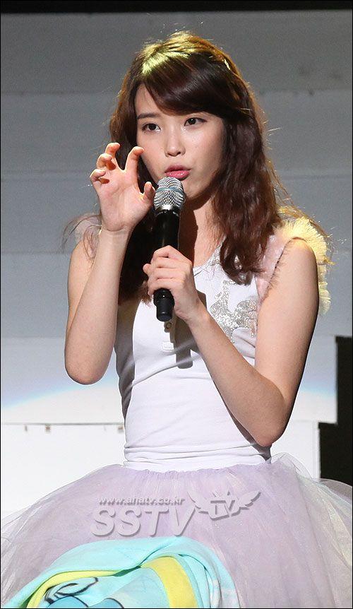 ไอยู (IU) จัดงานแฟนมีทติ้งฉลองเดบิว 1004 วัน แฟนคลับนับพันต้อนรับอบอุ่น : ข่าวบันเทิงเกาหลี ข่าวดาราเกาหลี ข่าวเกาหลี ข่าวนักร้องเกาหลี ข่าวเพลงเกาหลี ข่าวซีรี่ย์เกาหลี ข่าวหนังเกาหลี ข่าวละครเกาหลี