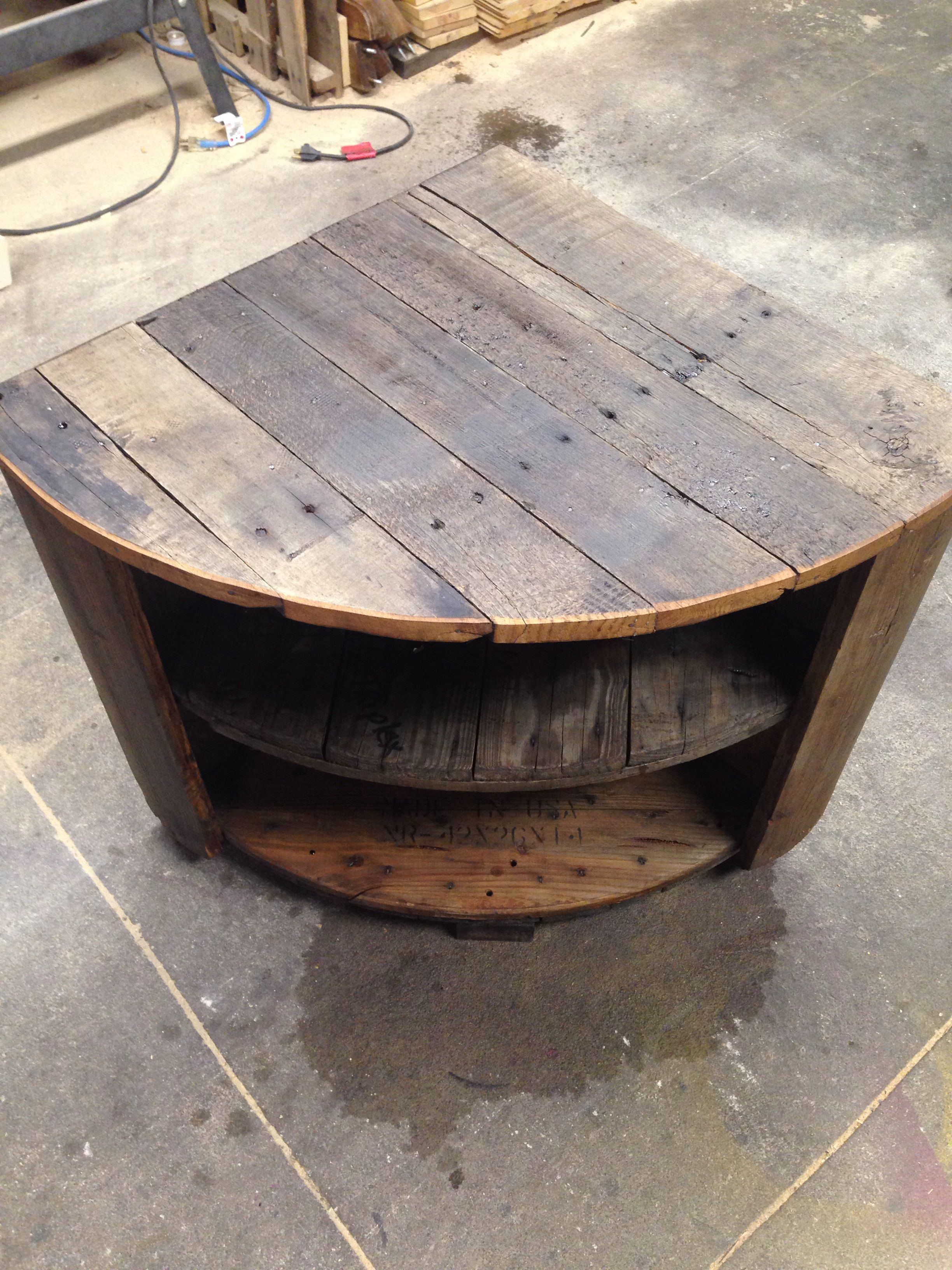 pingl par daniel kelley sur anything pallets pinterest bobine touret et bois. Black Bedroom Furniture Sets. Home Design Ideas
