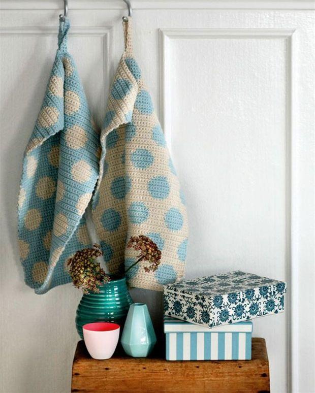 Orker du ikke at gå i gang med et nyt kæmpeprojekt? Så prøv disse små håndklæder – de er både overkommelige, søde og superegnet til tv-hækling